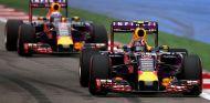 Red Bull rodará con sus pilotos oficiales en los tests de Pirelli - LaF1