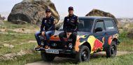 Verstappen y Ricciardo se divierten con un Lada Niva