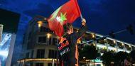 David Coulthard agita la bandera de Vietnam – SoyMotor.com