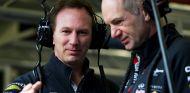 Christian Horner charlando con Adrian Newey - LaF1.es