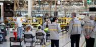 Renault abre su fábrica, ya con un protocolo contra coronavirus - SoyMotor.com