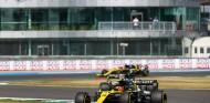 Esteban Ocon y Daniel Ricciardo en Silverstone - SoyMotor.com