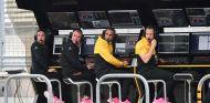 Alan Permane y Cyril Abiteboul en el muro de Renault de Austin - SoyMotor.com
