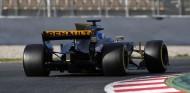 La FIA obliga a Renault a cambiar su concepto de alerón trasero - SoyMotor.com