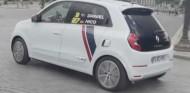 Ricciardo y Hulkenberg, a fondo por París con un Renault Twingo - SoyMotor.com