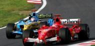 Michael Schumacher y Fernando Alonso en el GP de Japón 2005 - SoyMotor.com