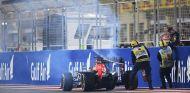Daniel Ricciardo ha cruzado la línea de meta en medio de una humareda - LaF1