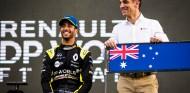 Daniel Ricciardo y Cyril Abiteboul en Australia - SoyMotor.com