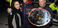 Daniel Ricciardo y sus padres, Joe y Grace en Spa-Francorchamps - SoyMotor.com