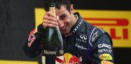 """Ricciardo: """"Es genial hacer que Vettel tenga que ganarse el sueldo"""""""