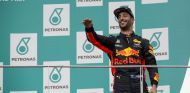 Ricciardo en el podio de Malasia - SoyMotor.com