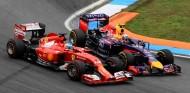 Fernando Alonso y Daniel Ricciardo en el GP de Alemania 2014 - SoyMotor.com