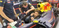 Ricciardo en el box de Red Bull - LaF1