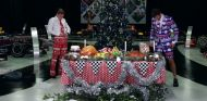 Captura del vídeo con los trajes navideños para los dos pilotos – SoyMotor.com