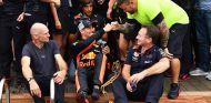 Daniel Ricciardo, Adrian Newey y Christian Horner en Mónaco - SoyMotor.com