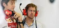"""Massimo Rivola, al lado de """"su"""" Sebastian Vettel – SoyMotor.com"""
