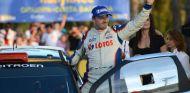 Robert Kubica celebra la victoria en el Rally de Cataluña - LaF1