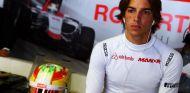 Merhi en una imagen de archivo del año pasado con Manor - LaF1