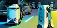 Volkswagen desarrolla un robot autónomo capaz de cargar coches eléctricos - SoyMotor.com