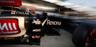 Romain Grosjean sale de boxes con el Lotus E21 - LaF1