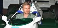 Nico Rosberg en el Williams FW08 de su padre - SoyMotor