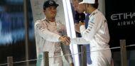 Podio de Abu Dabi 2016, donde Rosberg se proclamó Campeón del Mundo - SoyMotor.com