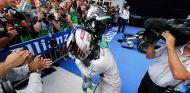 Hamilton confía en sus habilidades como piloto para recortar la distancia - LaF1.es