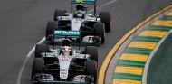 Hamilton pierde la victoria ante Rosberg en Australia - LaF1