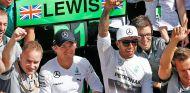 Lewis Hamilton y Nico Rosberg durante la celebración de Silverstone - LaF1