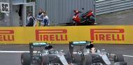 Rosberg y Hamilton colisionaron en la última vuelta del GP de Austria - SoyMotor