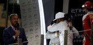 Rosberg y Hamilton en el podio de Abu Dabi - SoyMotor