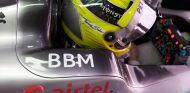 Nico Rosberg aguarda en el interior de su W04 - LaF1