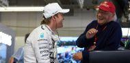 Nico Rosberg prefiere el Niki Lauda de puertas adentro en el equipo - LaF1