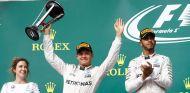 Nico Rosberg y Lewis Hamilton en el podio de Austin - LaF1