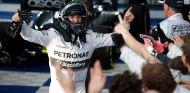 Nico Rosberg festeja su victoria en Australia - LaF1