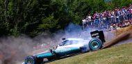 Rosberg se divierte con el W05 en Goodwood - SoyMotor.com