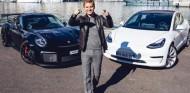 Rosberg enfrenta su 911 GT2 RS al novedoso Tesla Model 3 con resultados interesantes - SoyMotor.com