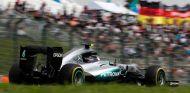 Rosberg empieza líder pero con Hamilton a menos de una décima - Soymotor.com