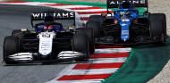 """""""Cualquier piloto menos George"""": el abrazo de Alonso y la larga espera de Russell  - SoyMotor.com"""