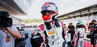 Russell encadena la segunda Pole Position seguida en GP3 - SoyMotor.com