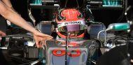 George Russell, al volante del W08 en Hungría - SoyMotor.com