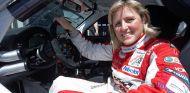 Sabine Schmitz a los mandos de uno de sus vehículos en Nürburgring - SoyMotor
