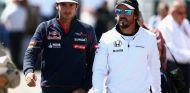 Imagen de archivo de Carlos Sainz y Fernando Alonso - SoyMotor