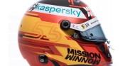Carlos Sainz presenta su casco para su primera temporada en Ferrari - SoyMotor.com