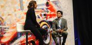 Noemí de Miguel y Carlos Sainz en el evento de presentación del GP de España en Madrid - SoyMotor.com
