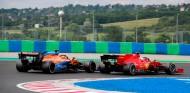Carlos Sainz y Charles Leclerc en el GP de Hungría 2020 - SoyMotor.com