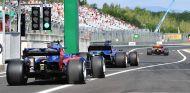 Sainz pasa página y olvida el accidente con Kvyat en Silverstone - SoyMotor.com