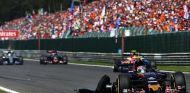 Carlos Sainz con su neumático pinchado en Spa - LaF1