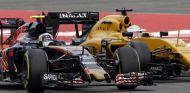 Duelo entre Carlos Sainz y Kevin Magnussen en el GP de Alemania 2016 - SoyMotor