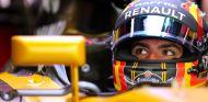 Carlos Sainz durante un GP en 2017 - SoyMotor.com